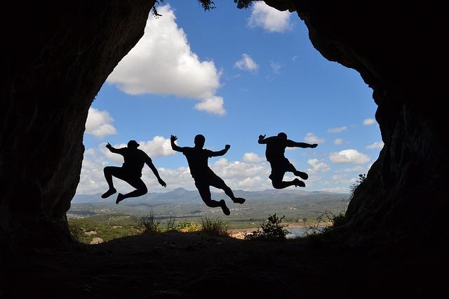 skok z jeskyně