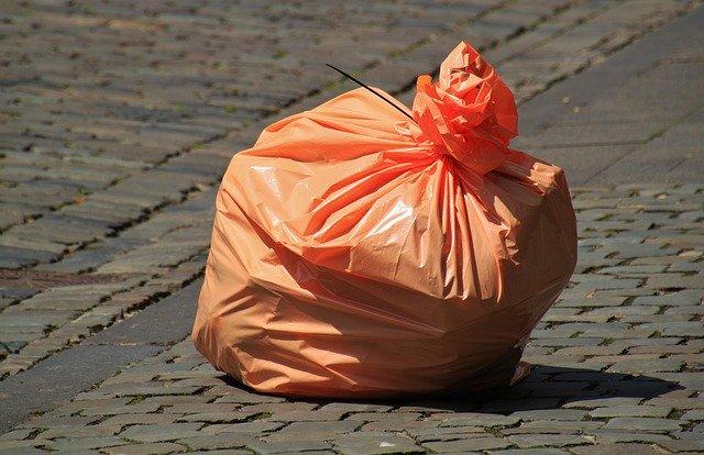 igelitový pytel na odpadky