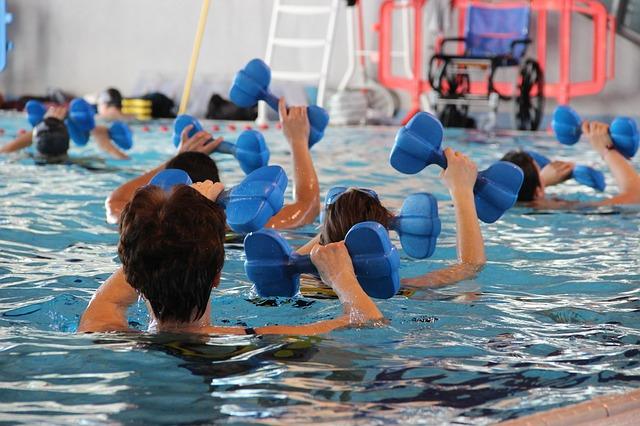 cvičení v bazénu