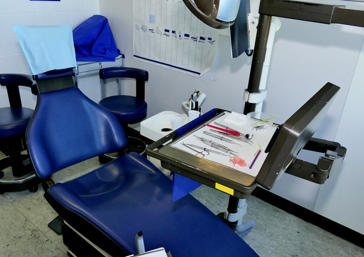 pohodlné a pěkné zubařské křeslo