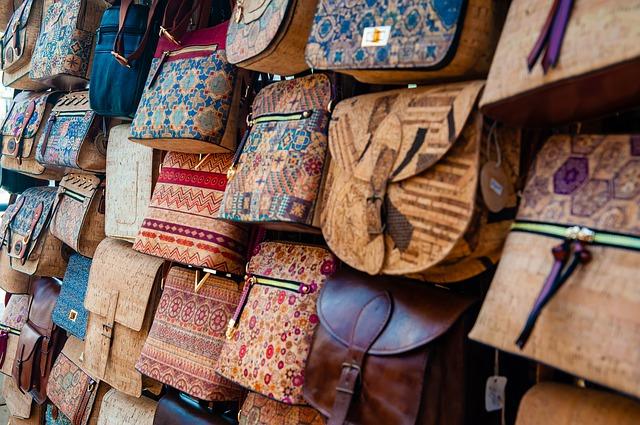 malé různobarevné kabelky